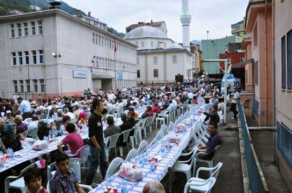 Trabzon Şalpazarlılar Derneği İftar yemeği.
