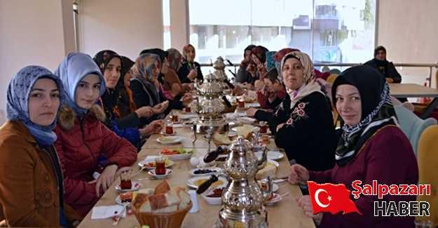 Şalpazarılı hanımlar kahvaltıda biraraya geldi.