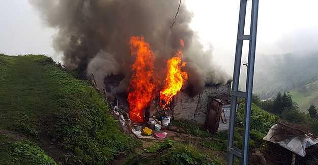 Karaçoban'da bir ev yanarak kullanılamaz hale geldi
