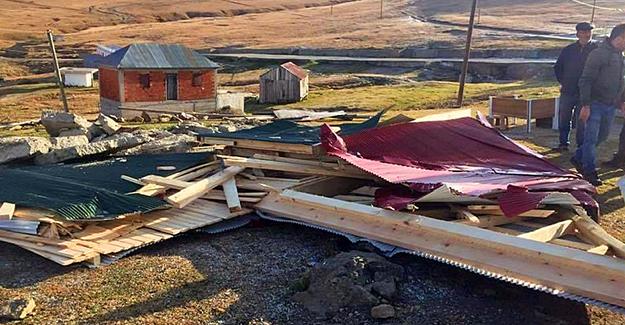 Sis Dağı'nda kaçak binalar yıkılıyor