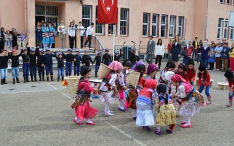 ''23 Nisan Ulusal Egemenlik ve Çocuk Bayramı'' Törenlerle Kutlandı.