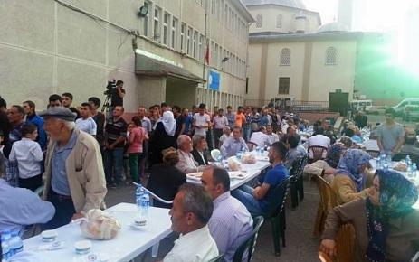 AK Parti Şalpazarı İlçe Teşkilatı Şehit Aileleri ve Gazilerler'e İftar Yemeği Verdi.