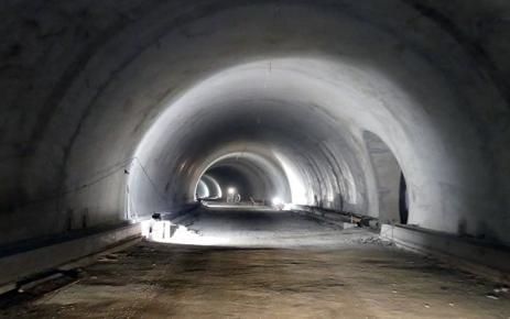 Akyazı tünelleri tamamlanma aşamasına geldi