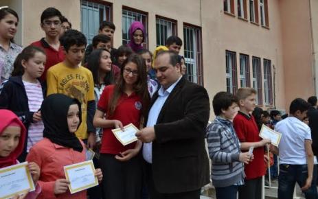 Atatürk İlk ve Orta Okulu Mezuniyet Töreni Düzenledi.