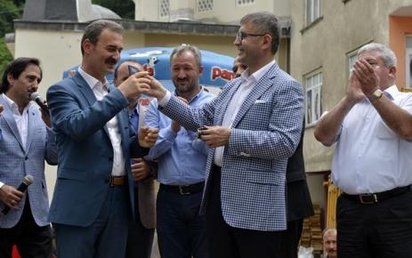 Başkan Türkmen hibe ettiği cenaze nakil aracı teslim etti.