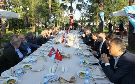 Başkan Usta camianın önde gelen isimleriyle buluştu