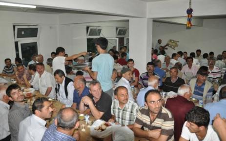 Dereköy Mahallesinde Muhçuoğlu Ailesi iftar yemeği verdi.