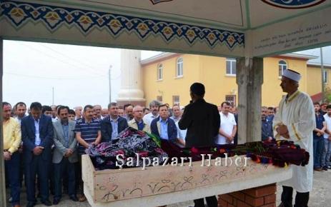 Emine Türkmen toprağa verildi.