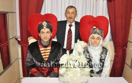 Fethiye ile Murat Şekerci'nin kına düğünü yapıldı.