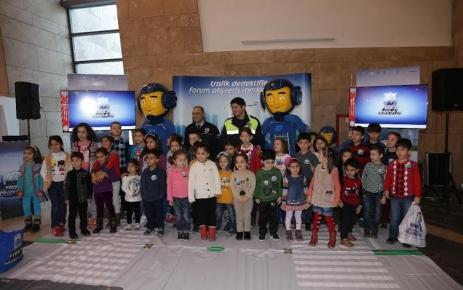 """Forum Trabzon'da çocuk ve gençler """"Trafik Dedektifi"""" oldu"""