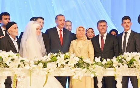Hilmi Türkmen Oğlunun nikâhını kıydı.