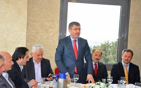 Hilmi Türkmen Şalpazarlı derneklerle kahvaltıda bir araya geldi.
