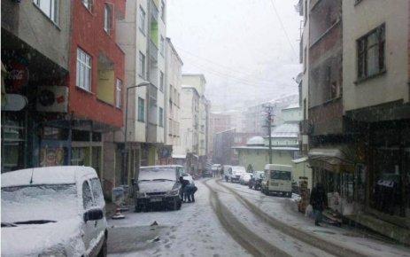 İlçemiz 'de Kar yağışı etkili oluyor.