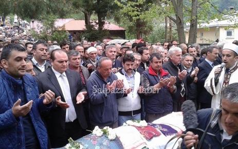 Nesrin Aksoy gözyaşları arasında toprağa verildi.