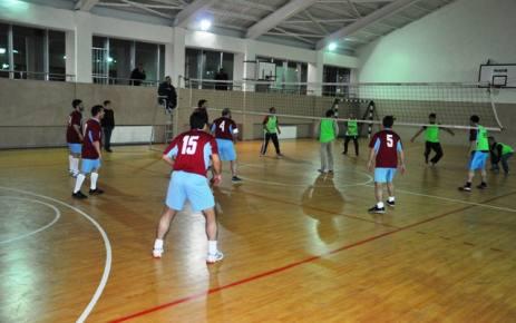 Osman Uzun Voleybol Turnuvası başladı.