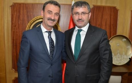 Refik Kurukız Üsküdar Belediye Başkanı Hilmi Türkmen'i ziyaret etti.