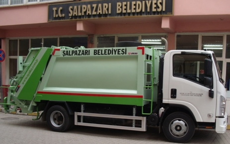 Şalpazarı Belediyesi yeni çöp arabası'na kavuştu.