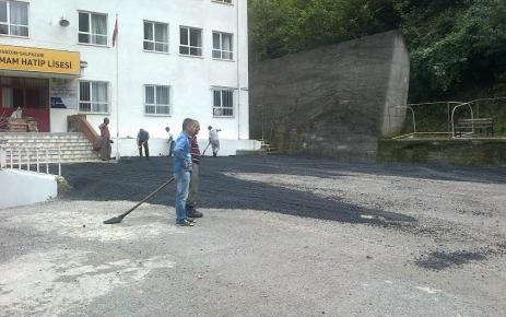 Şalpazarı İmam Hatip Lises ile Anadolu Lisesi giriş yolu Asfaltlandı.