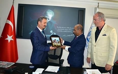 Sri Lanka'nın Ankara Büyükelçisi Paaker Mohideen Kurkız'ı ziyaret etti.