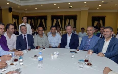 Süpınar Kuran Kursu İstanbul'da İftar programı düzenledi.