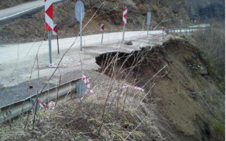 Tehlike Saçan Yol Tahribatı!