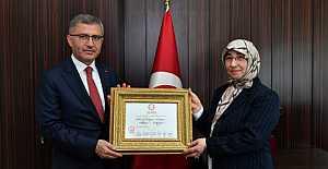 Hilmi Türkmen mazbatasını aldı