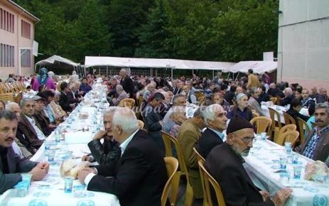 Trabzon Büyükşehir Belediyesi Şalpazarı'nda iftar verdi.