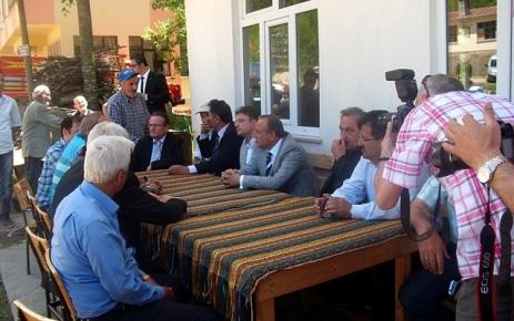 Vali Kızılcık'tan Karagül'e taziye ziyareti.